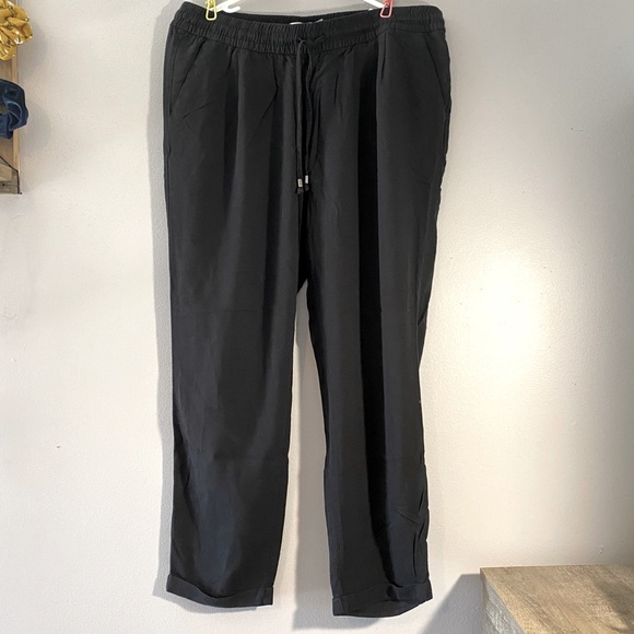 Capri Joggers with cuffed legs